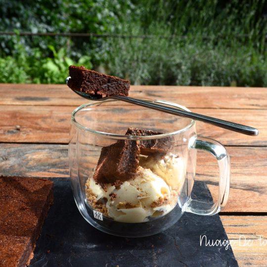Gâteau au chocolat ultra fondant et moelleux avec sa glace vanille