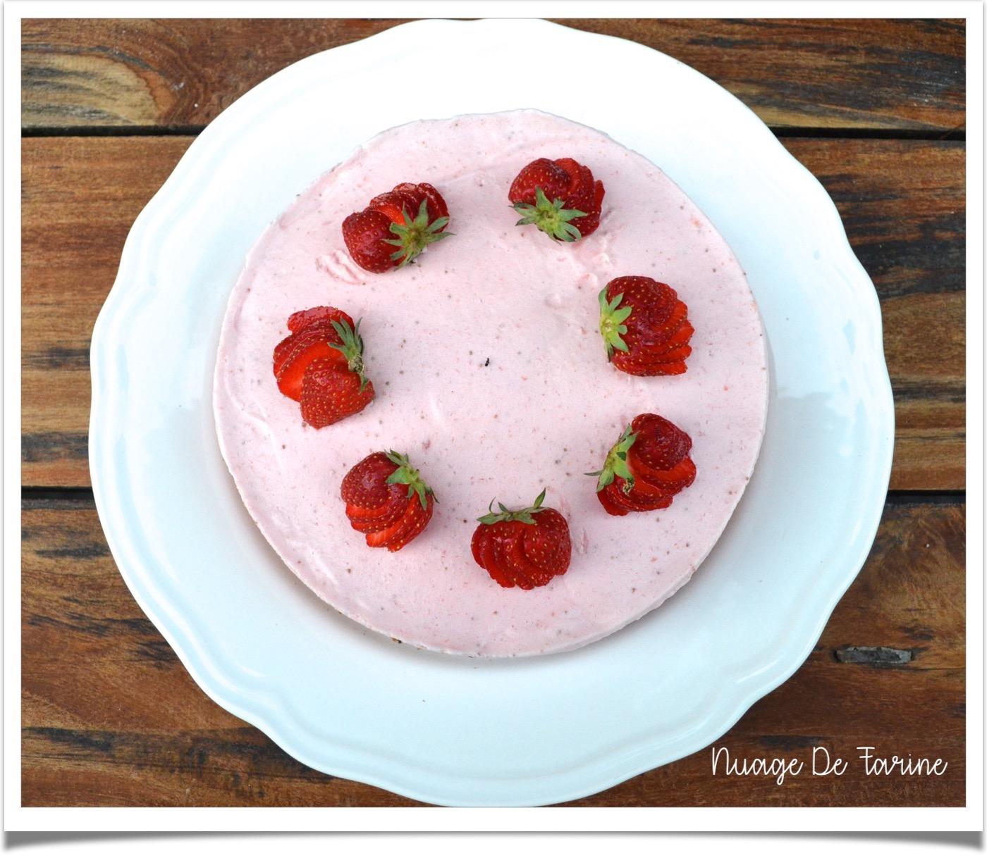 Gâteau nuage glacé à la mousse de fraises