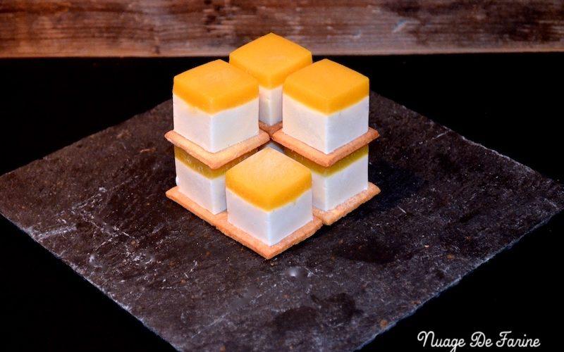 Petits cubes de panna cotta à la mangue