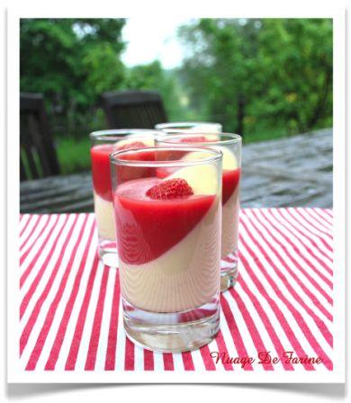 Panna Cotta au chocolat blanc et coulis de fraises gélifié