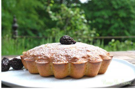 Gâteau aux pruneaux et à la farine de maïs