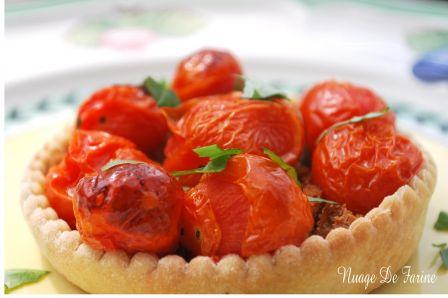 Tartelettes aux tomates cerise sur lit de moutarde et pain d'épices